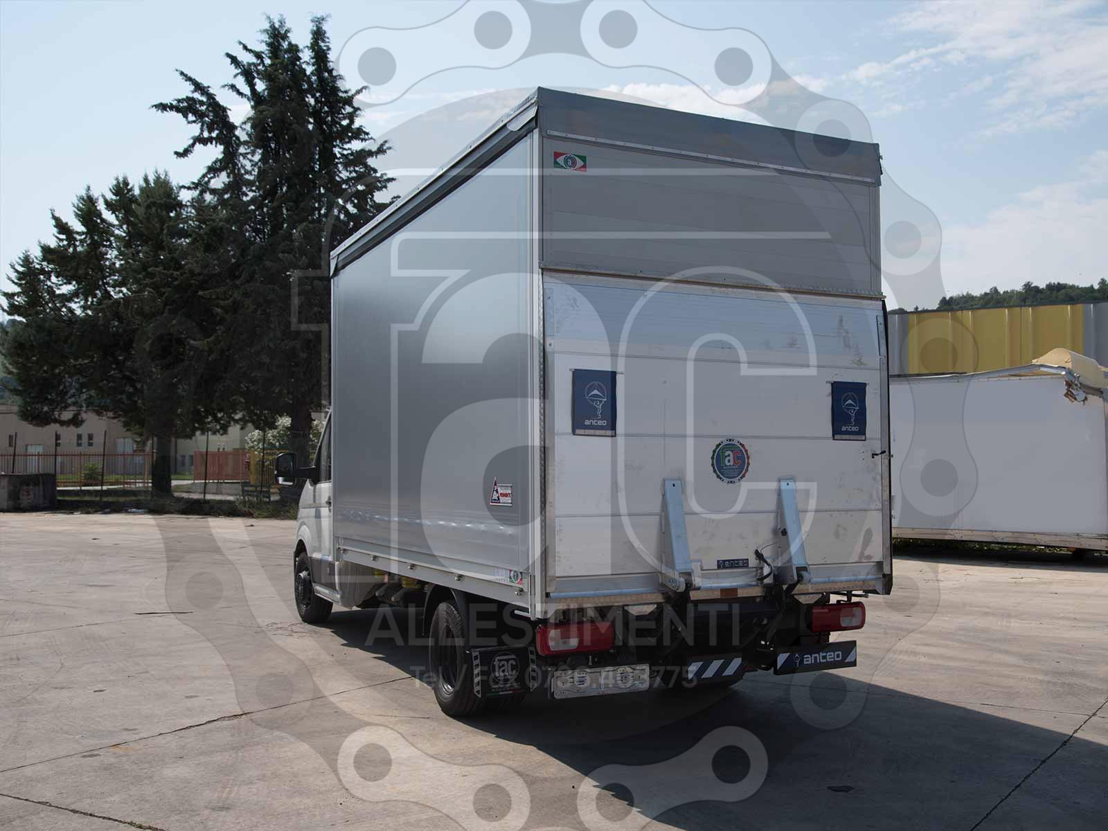 Realizzazione di trasformazione veicolo speciale di FAC Allestimenti