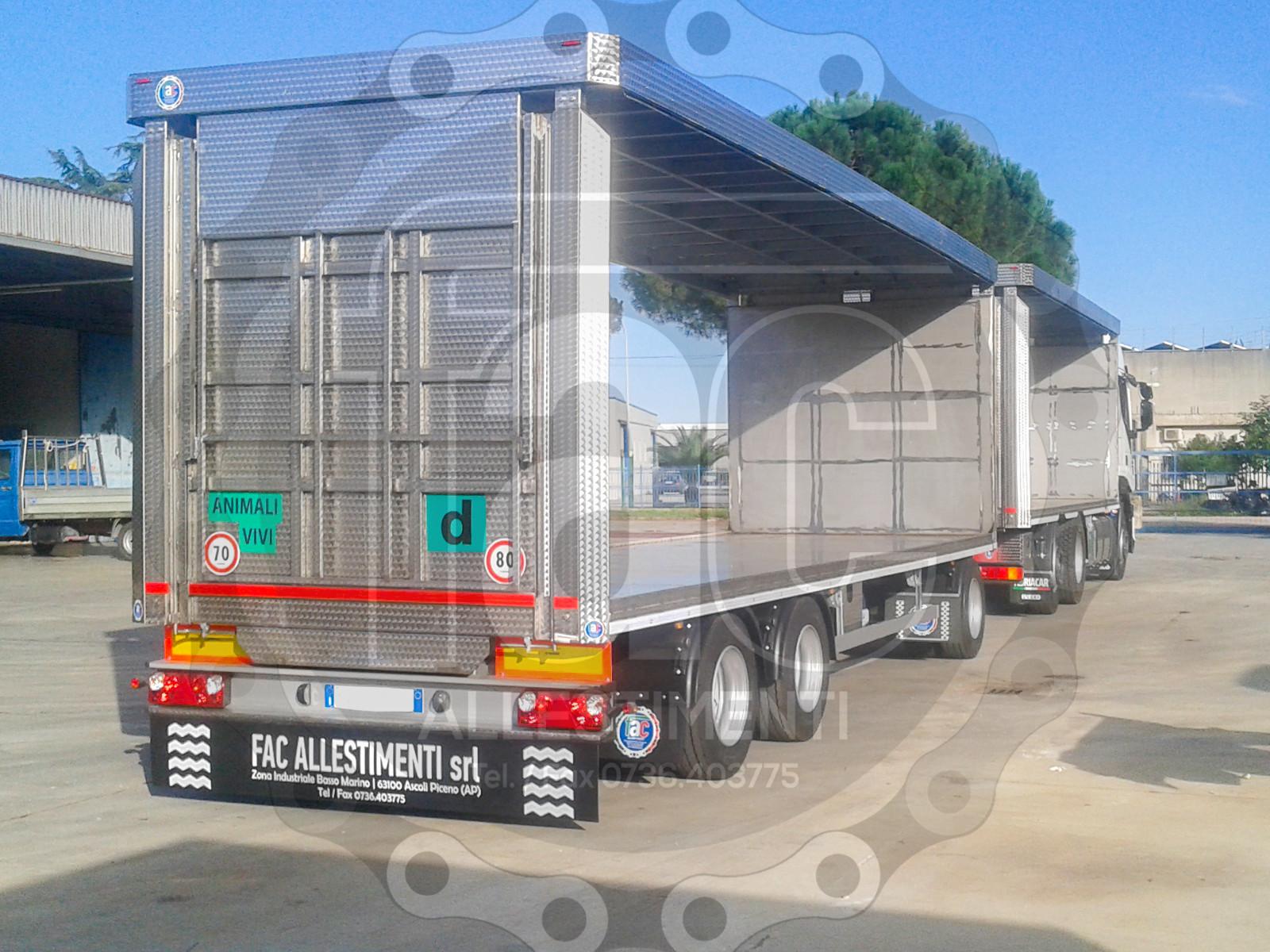 Realizzazione di camion per trasporto animali vivi 10