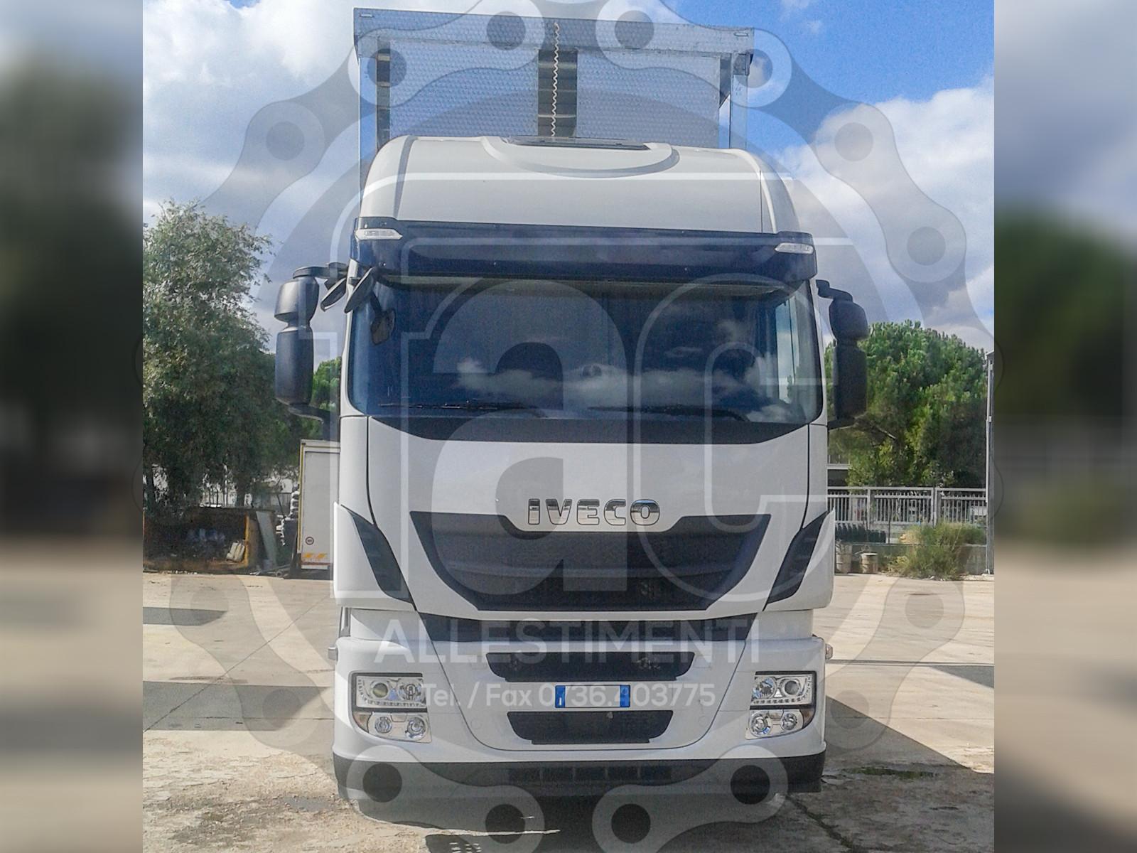 Realizzazione di camion per trasporto animali vivi 13