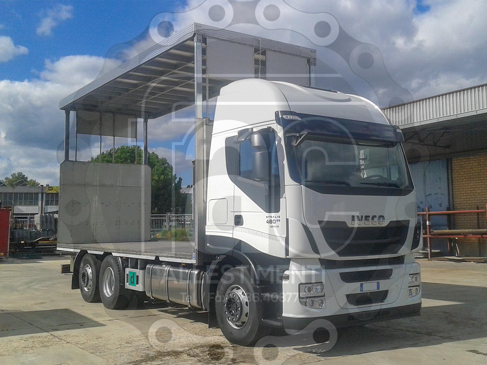 Realizzazione di camion per trasporto animali vivi 14