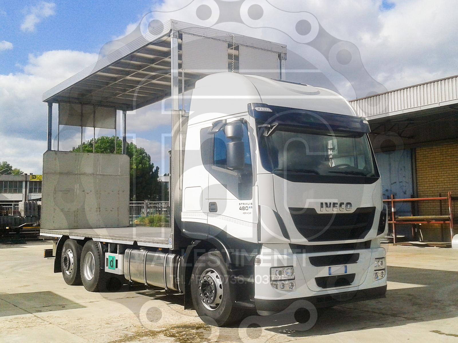 Realizzazione di camion per trasporto animali vivi 16