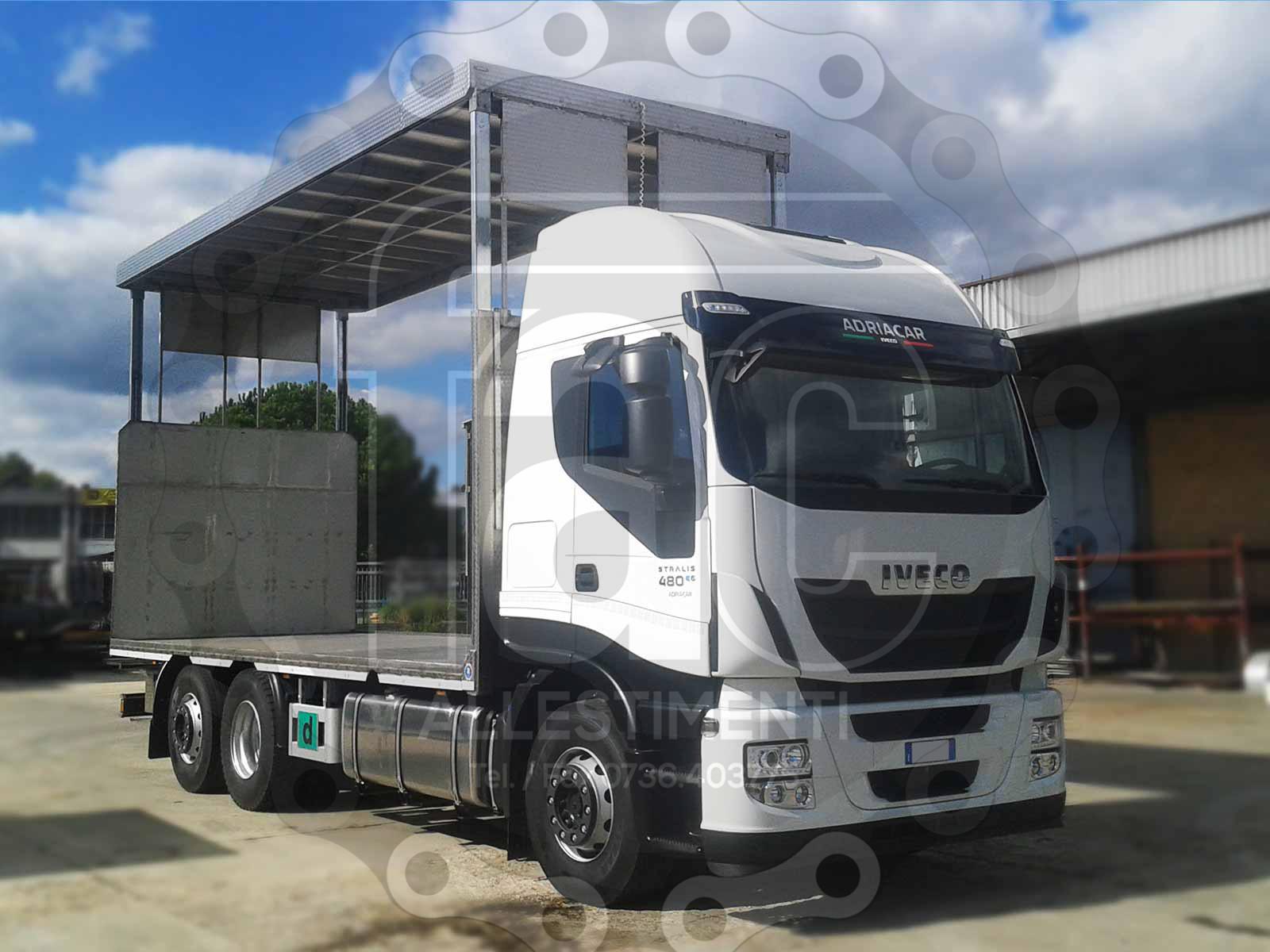 Realizzazione di camion per trasporto animali vivi 18