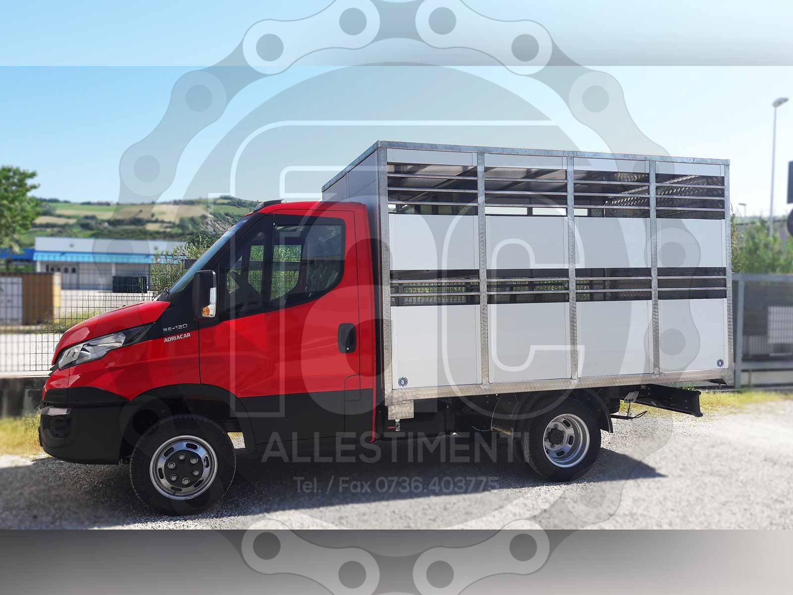 Realizzazione di camion per trasporto animali vivi 19