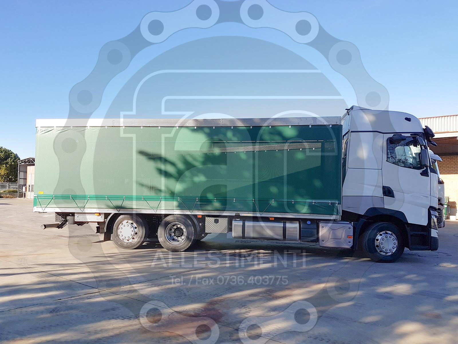 Realizzazione di camion per trasporto animali vivi 8