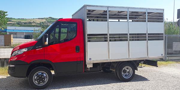 Camion per trasporto animali vivi